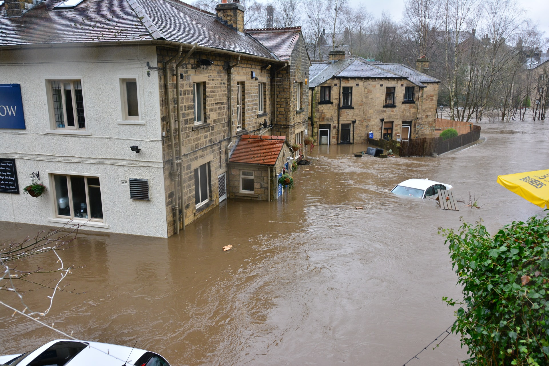 chris gallagher 9Jgn8hSYUFc unsplash - Overstromingen: welke schade wordt wél en niet vergoed? - Brixxs
